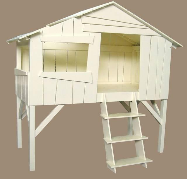 Lit enfant cabane en bois avec escalier for Peindre un lit en bois