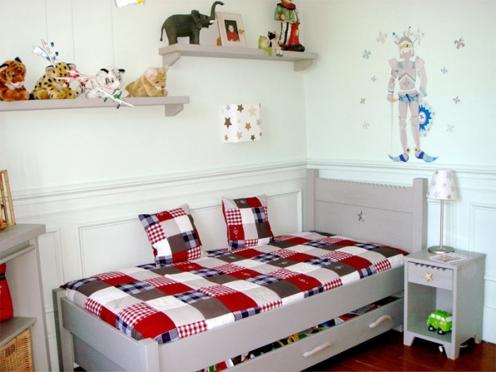 choisir un lit pour un enfant de trois ans anders paris. Black Bedroom Furniture Sets. Home Design Ideas