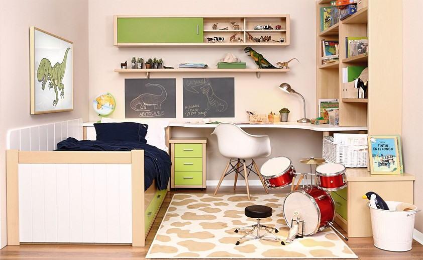 Chambre garçon sur-mesure avec bibliothèque et lit avec tiroirs de rangement