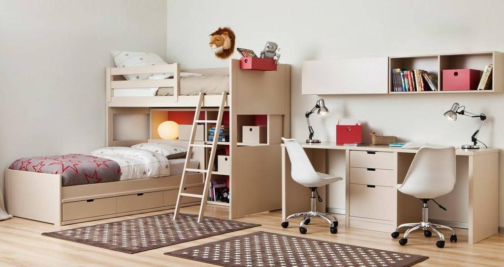 Chambre complète sur-mesure pour 2 garçons avec lit mezzanine et lit avec coffres de rangement