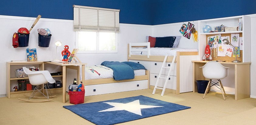 Chambre complète sur-mesure pour 2 garçons avec 2 bureaux et des bibliothèques